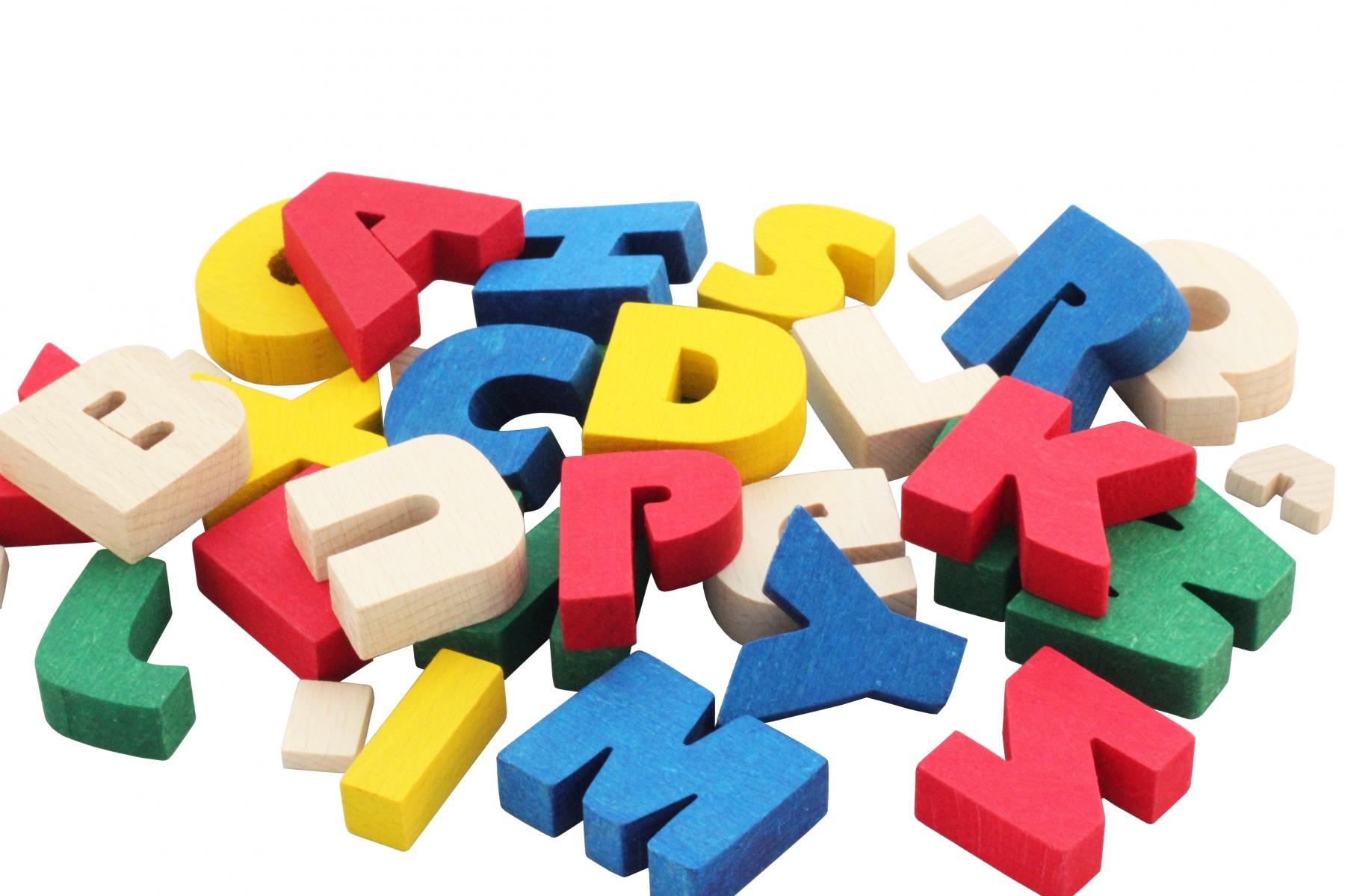 Jeux éducatifs  Alphabet en bois massif  Fabriqué en Europe