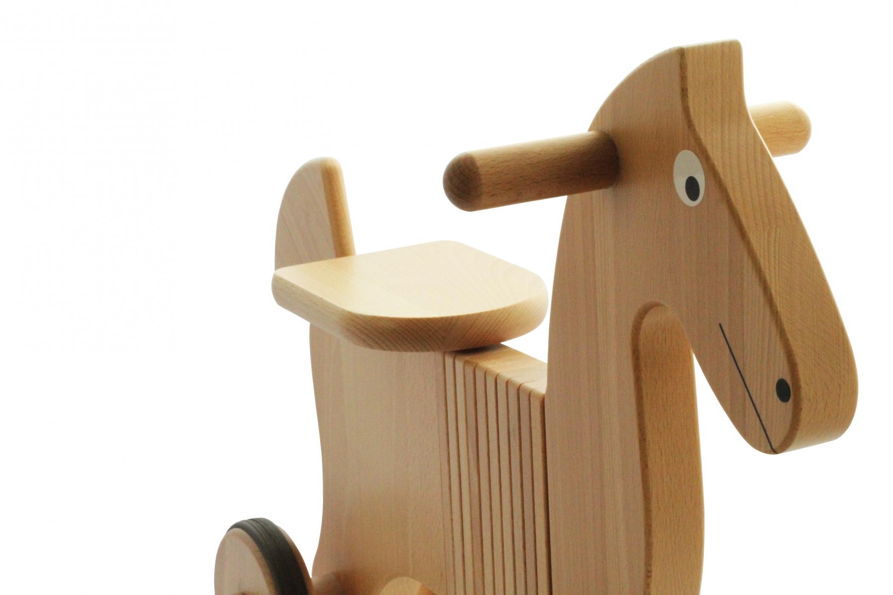 porteur en bois cheval porteur en bois fabriqu en europe. Black Bedroom Furniture Sets. Home Design Ideas