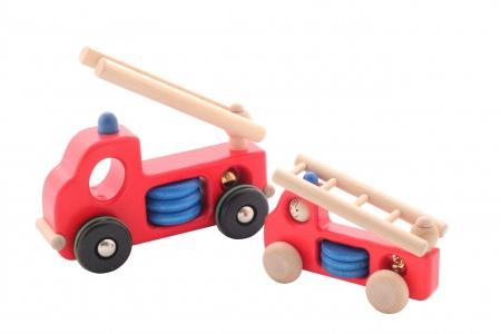 http://www.theo-et-mathilde.com/1464-thickbox/grande-voiture-de-pompier-en-bois.jpg