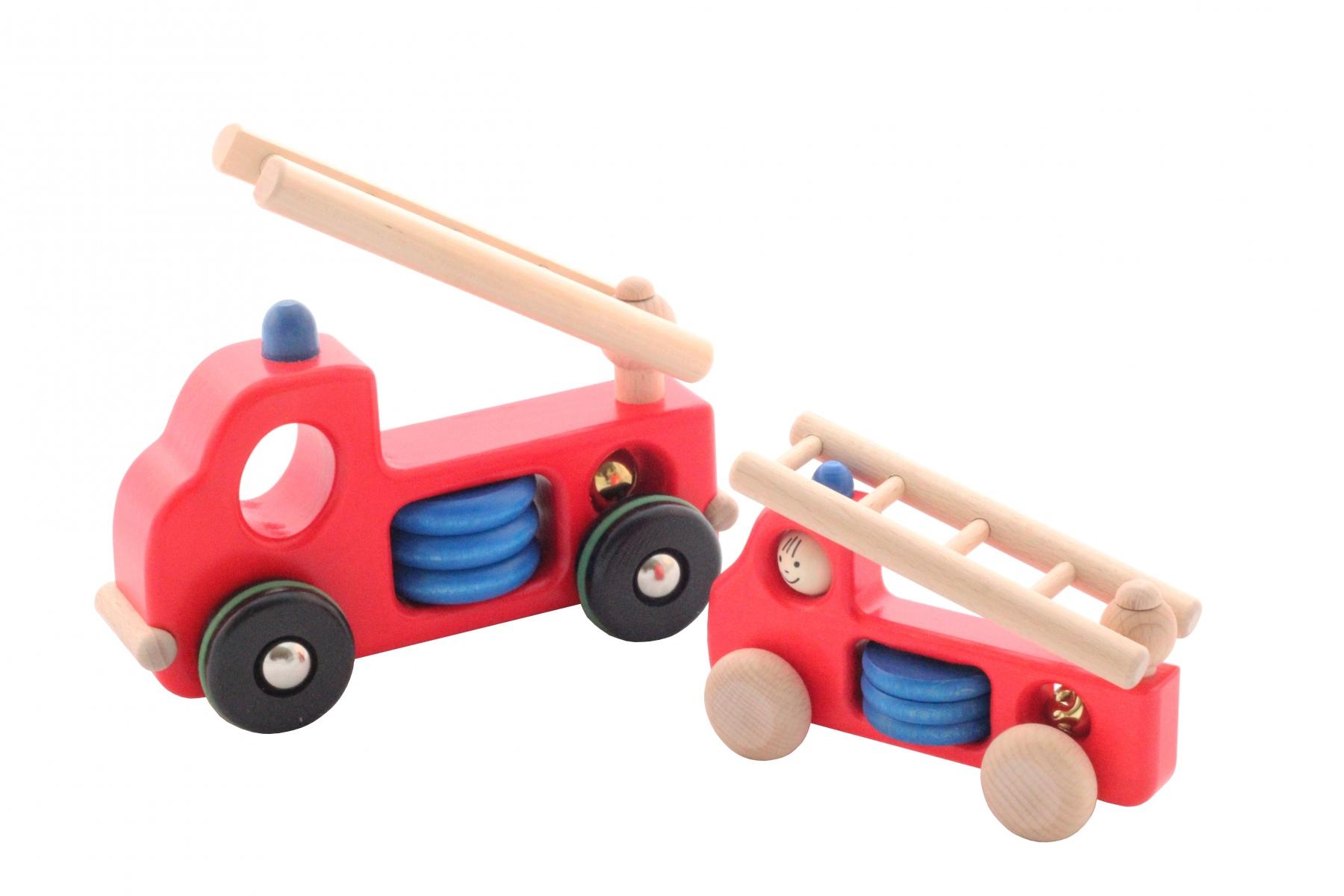 petite voiture de pompier en bois jouet fabriqu en europe. Black Bedroom Furniture Sets. Home Design Ideas