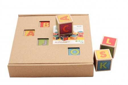 http://www.theo-et-mathilde.com/1831-thickbox/cubes-lettres-en-bois.jpg