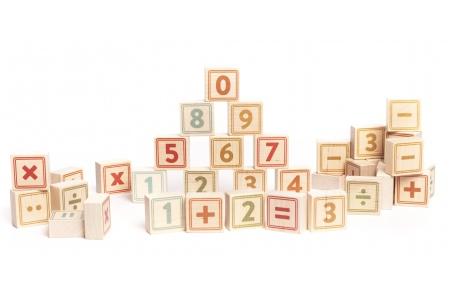 http://www.theo-et-mathilde.com/2359-thickbox/cubes-chiffres-en-bois-40-carres.jpg