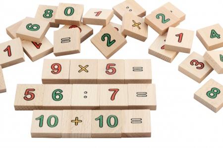 http://www.theo-et-mathilde.com/969-thickbox/les-maths-en-bois.jpg
